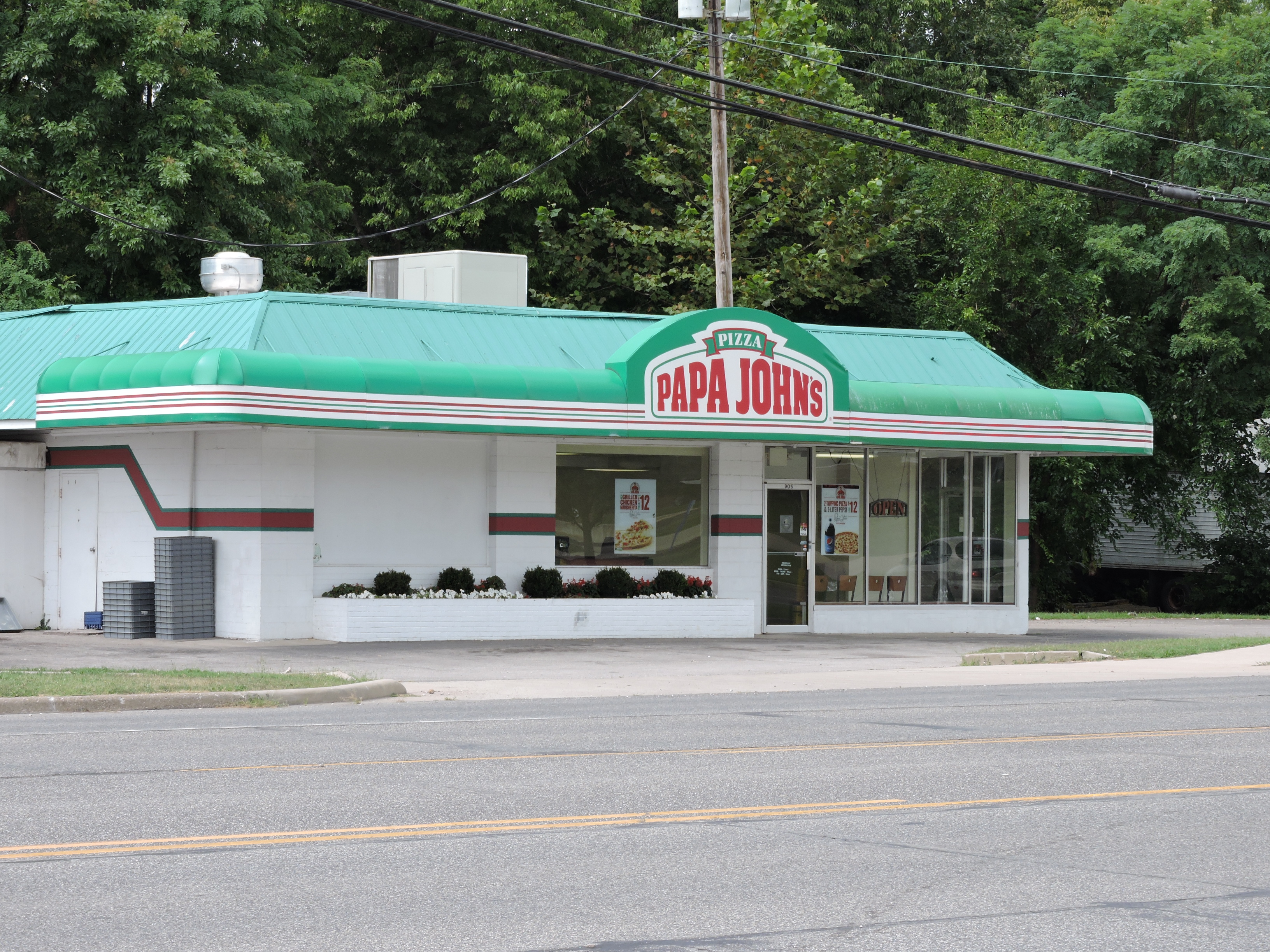 Papa John's pizza restaurant real estate investment crowd funding